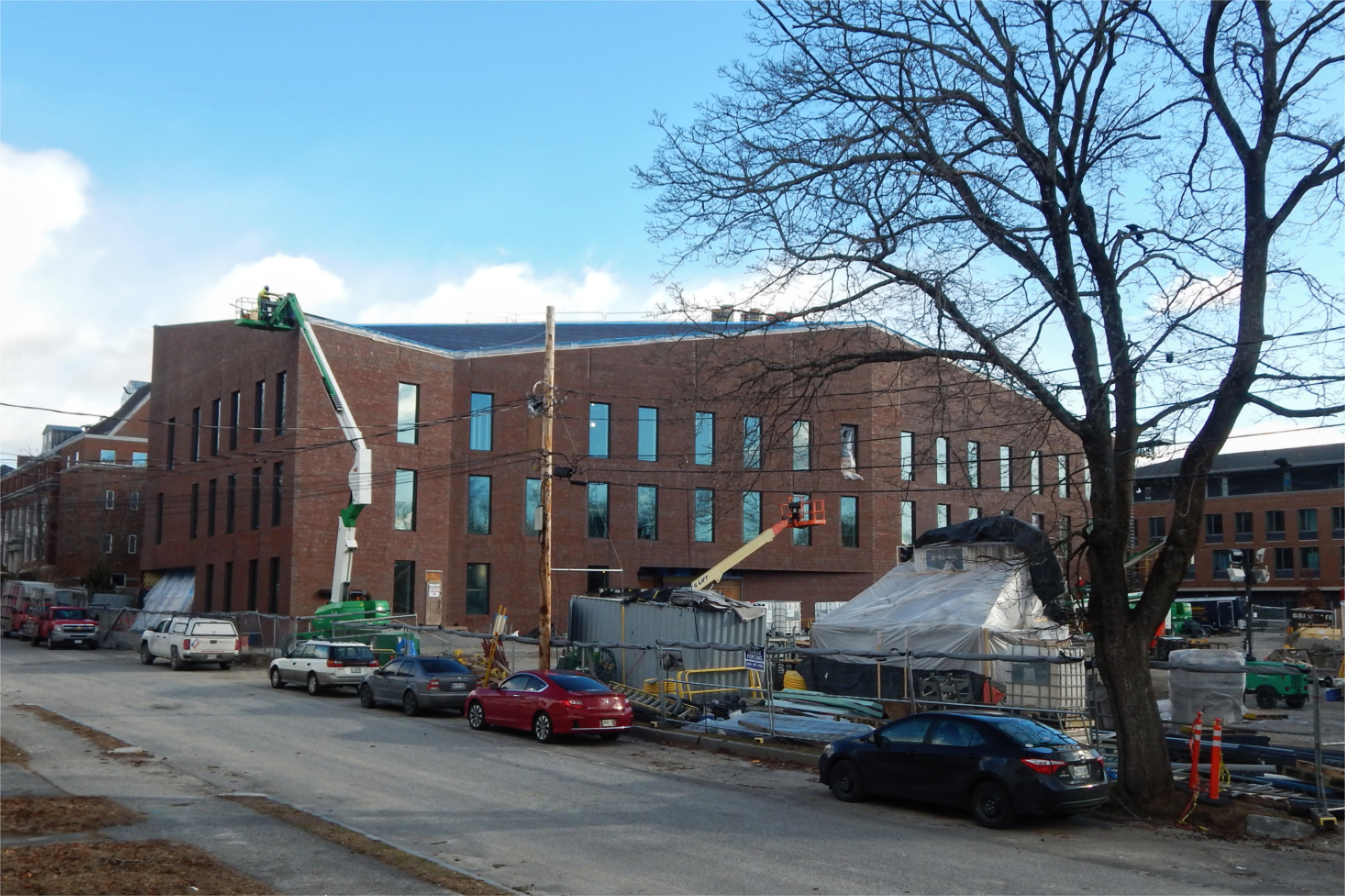 The south side of the Bonney Science Center seen from Nichols Street on Dec. 29, 2020. (Doug Hubley/Bates College)