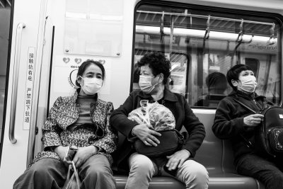Metro riders wear masks in Qingdao, China, in November 2020. (Photograph by Gauthier Delecroix)