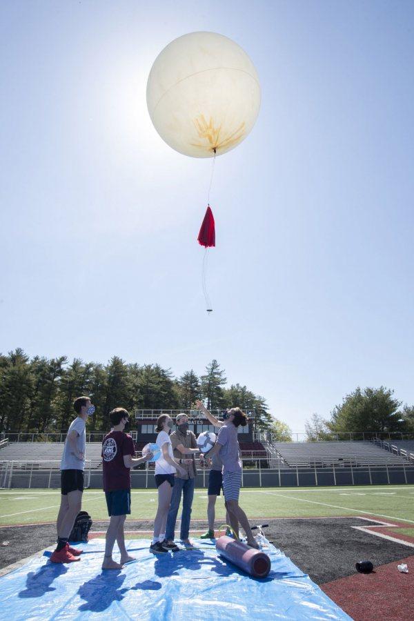 The high-altitude balloon takes off.... (Phyllis Graber Jensen/Bates College)